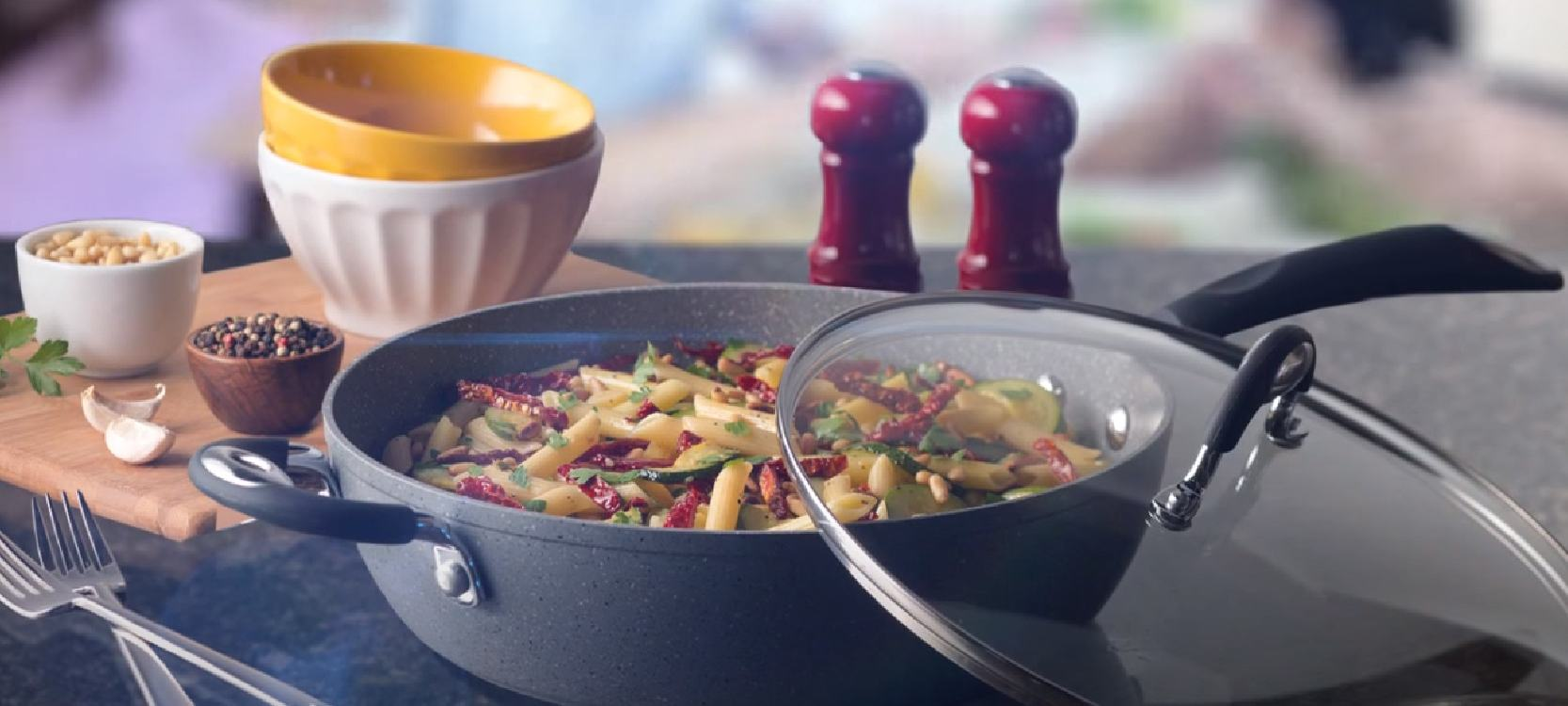 the Bialetti wok contains yummy pasta with tomatoes