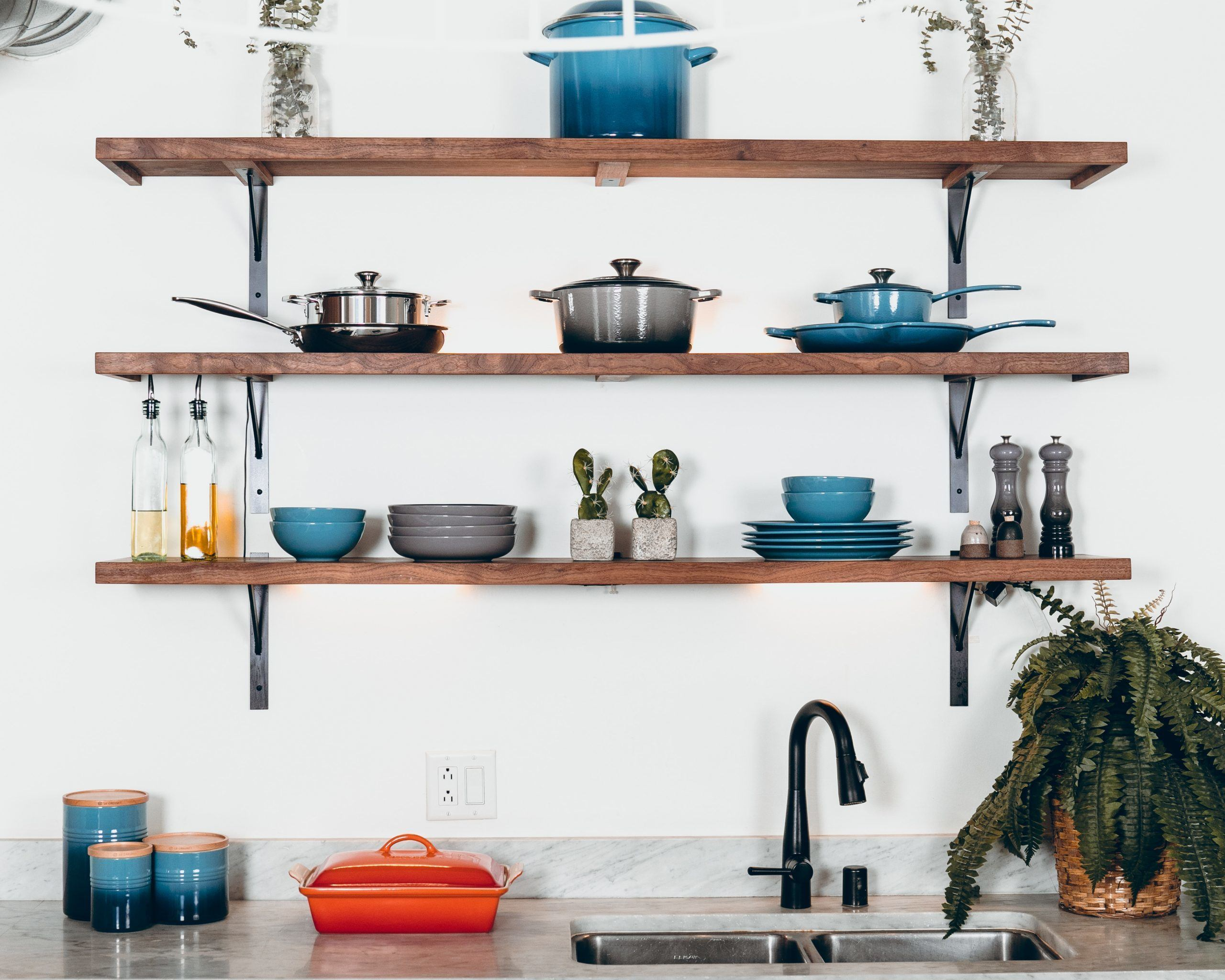 the ceramic cookware on wooden shelf
