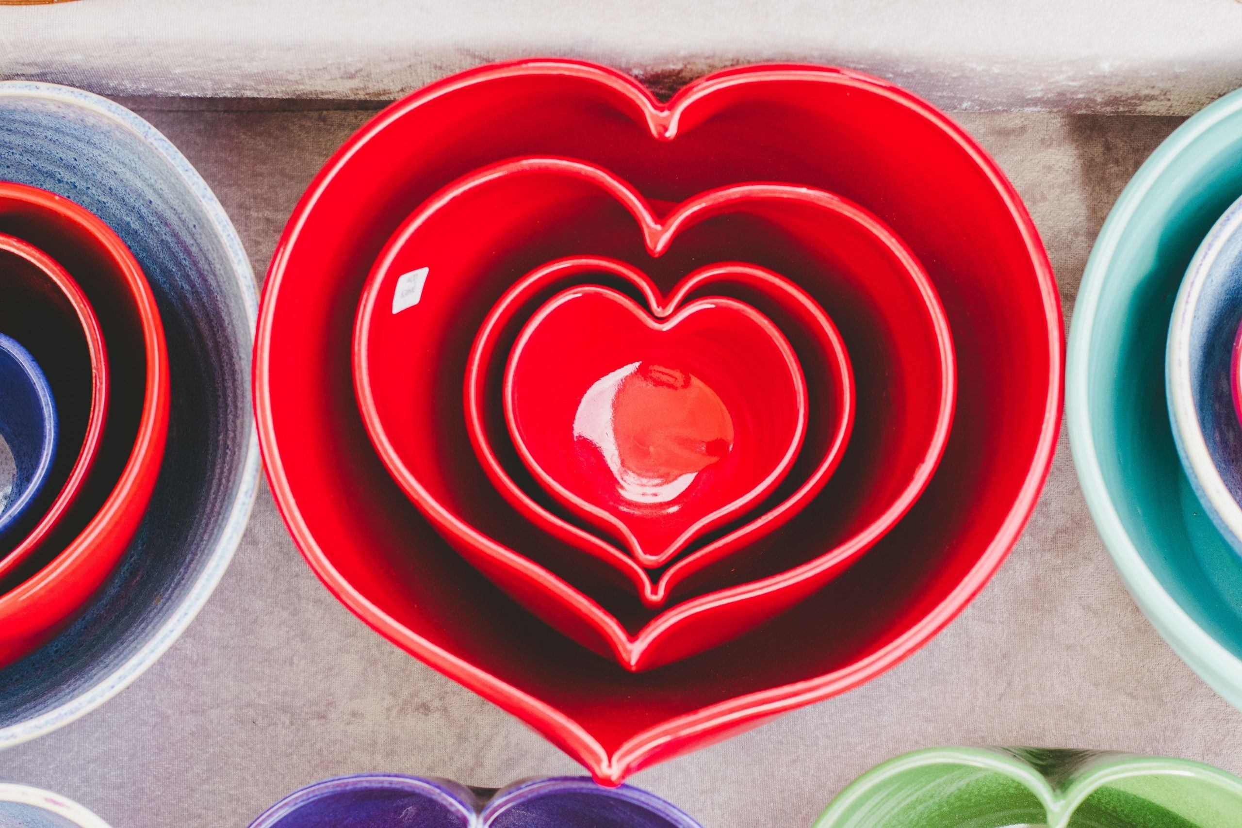 the collection sizes of heart ceramic bowls