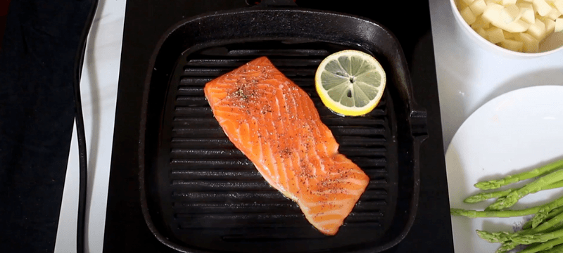 cooking salmon in griddle pan