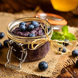 Blueberry chia pudding and blueberry